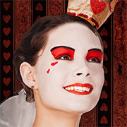 Herzkönigin Make-up à la Alice im Wunderland