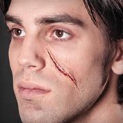 Halloween.de - Narben selber schminken – Wir zeigen Dir, wie es geht.