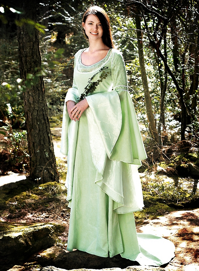 Großzügig Herr Der Ringe Hochzeitskleid Fotos - Brautkleider Ideen ...