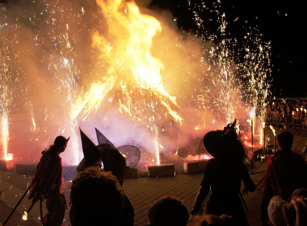 Walpurgisnacht Kostüme für die Party auf dem Blocksberg ...