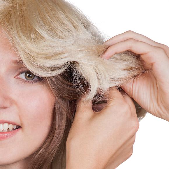 Perücken stylen: lose Strähnen verstecken