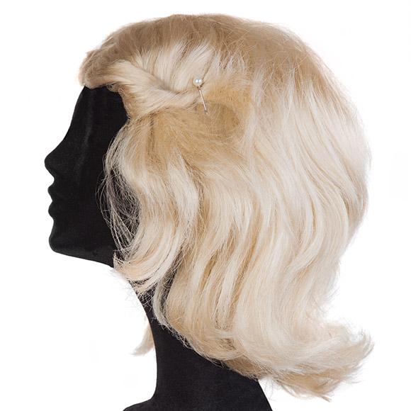 Perücken stylen: Haarnadeln