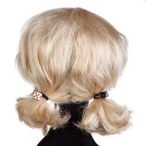 Perücken stylen: Haargummis