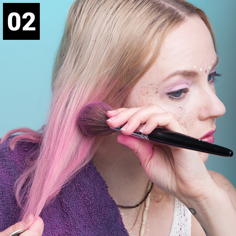alternativ kannst du deine haare auch mit einem puderpinsel einfarben
