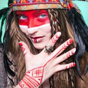 Indianer Streifen Make-up Festival Schminktipp