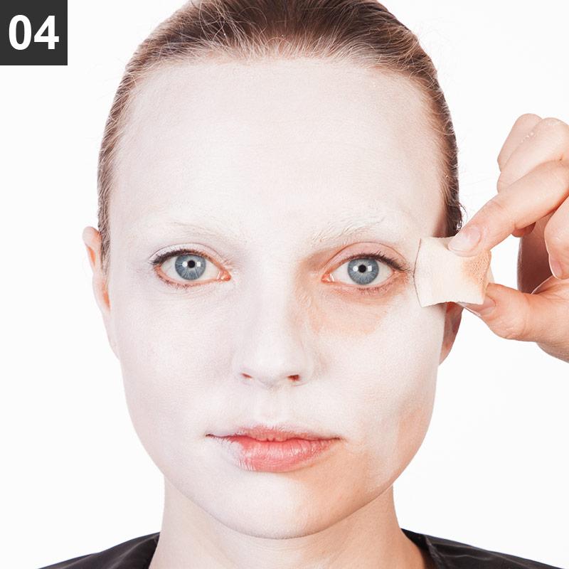 Red Queen Make-up Anleitung Schritt 4