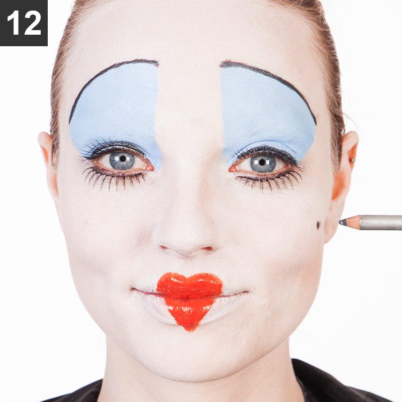 Red Queen Make-up Schritt 12