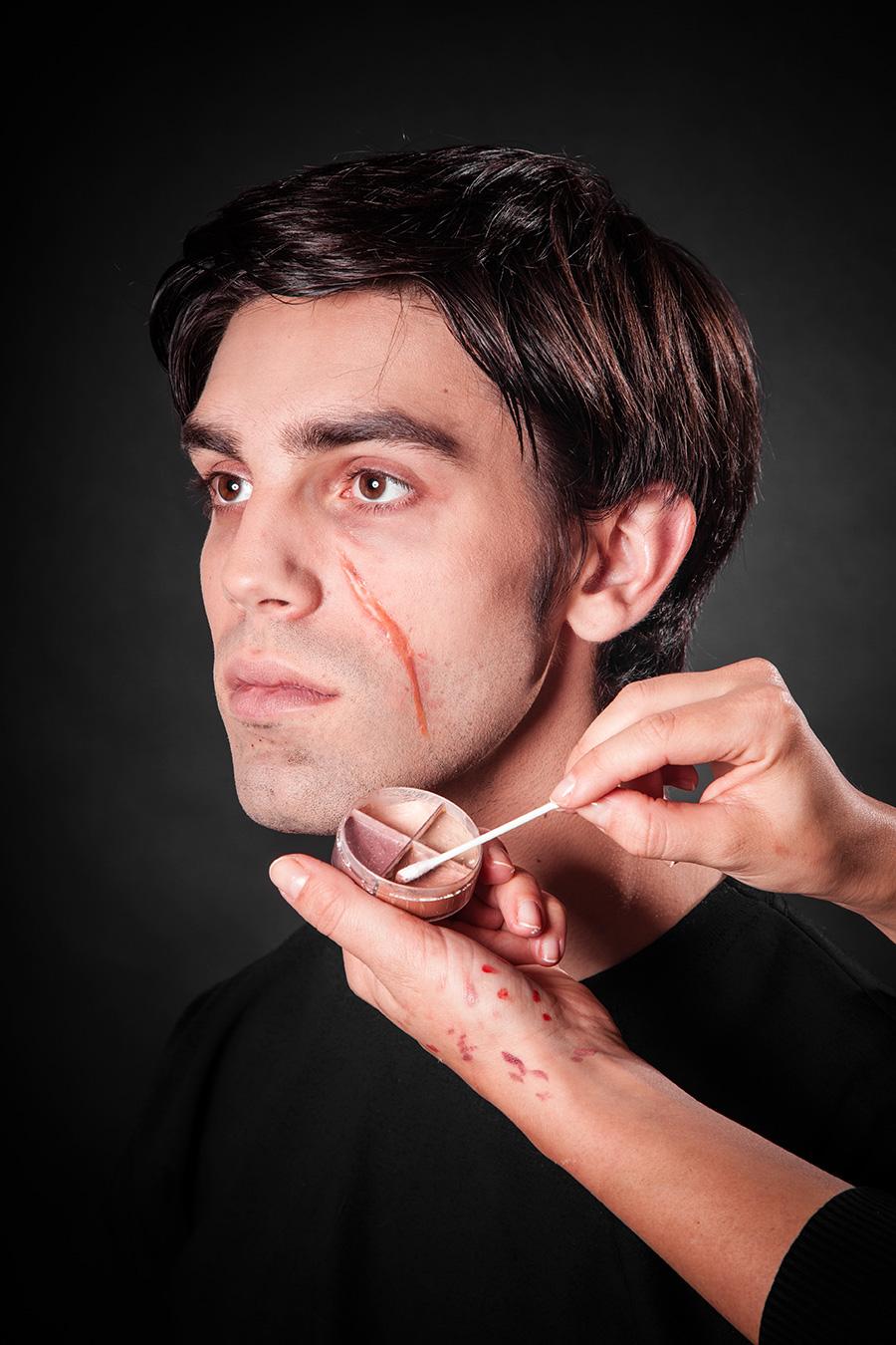 narben schminken mit tuplast