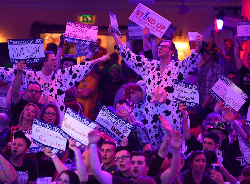 Promi-Darts-WM2019_jubelnde Menge_Fotocredit Willi Weber ProSieben